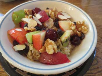 Oatmeal with Fruits & Nuts