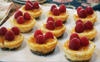 Mini Raspberry Cheeze-Cakes